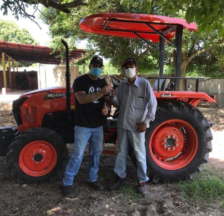 Tractor Kubota MU450